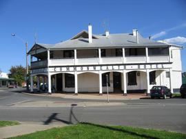 Commonwealth Hotel - Accommodation Rockhampton