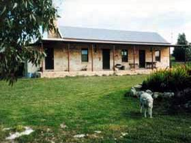Mt Dutton Bay Woolshed Heritage Cottage - Accommodation Rockhampton