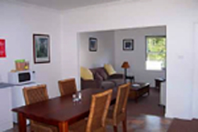Giants' Table and Cottages - Accommodation Rockhampton