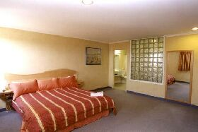 Lighthouse Hotel - Accommodation Rockhampton