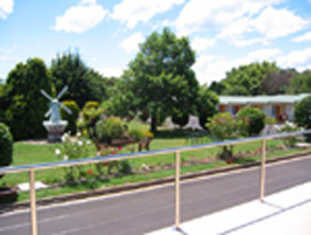 Golden Chain Beachway Motel and Restaurant - Accommodation Rockhampton
