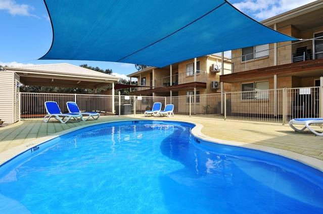 Lakeside Holiday Apartments - Accommodation Rockhampton