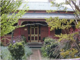 FINCHES OF BEECHWORTH - Accommodation Rockhampton