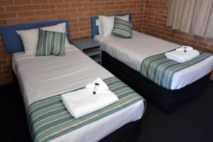 The Oaks Hotel Motel  - Accommodation Rockhampton
