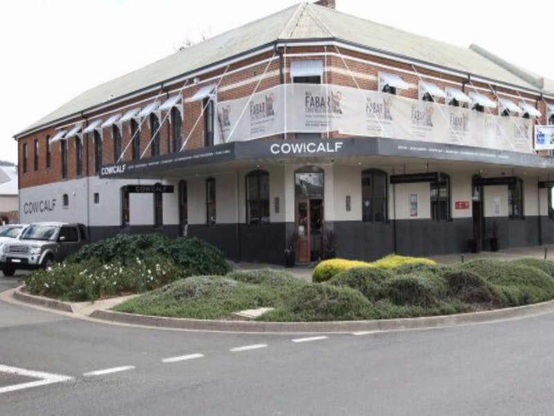 Cow and Calf Hotel - Accommodation Rockhampton