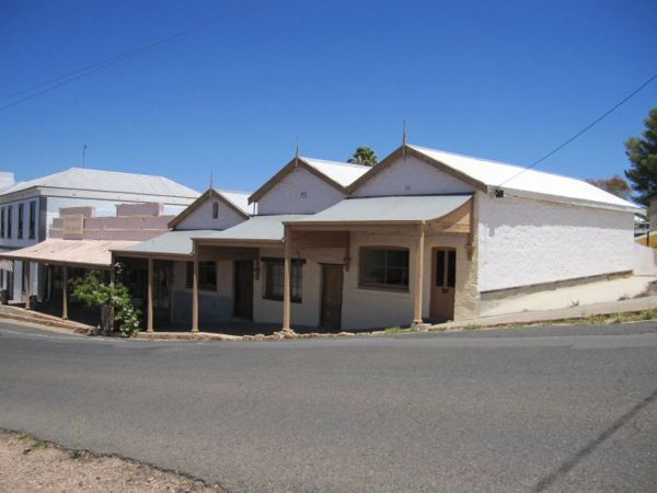 Carmines Antiques and Accommodation - Accommodation Rockhampton