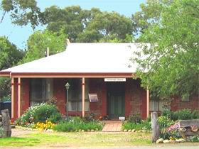 Stacey Studio Gallery  Almond Grove BB - Accommodation Rockhampton