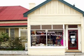 Old Maypole Collectables  Antiques - Accommodation Rockhampton