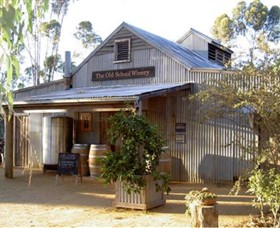The Old School Winery and Pottery - Accommodation Rockhampton
