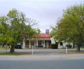 Round Hill Hotel - Accommodation Rockhampton