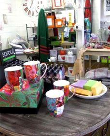 The Famous Tinonee Cafe and Gift Shop - Accommodation Rockhampton