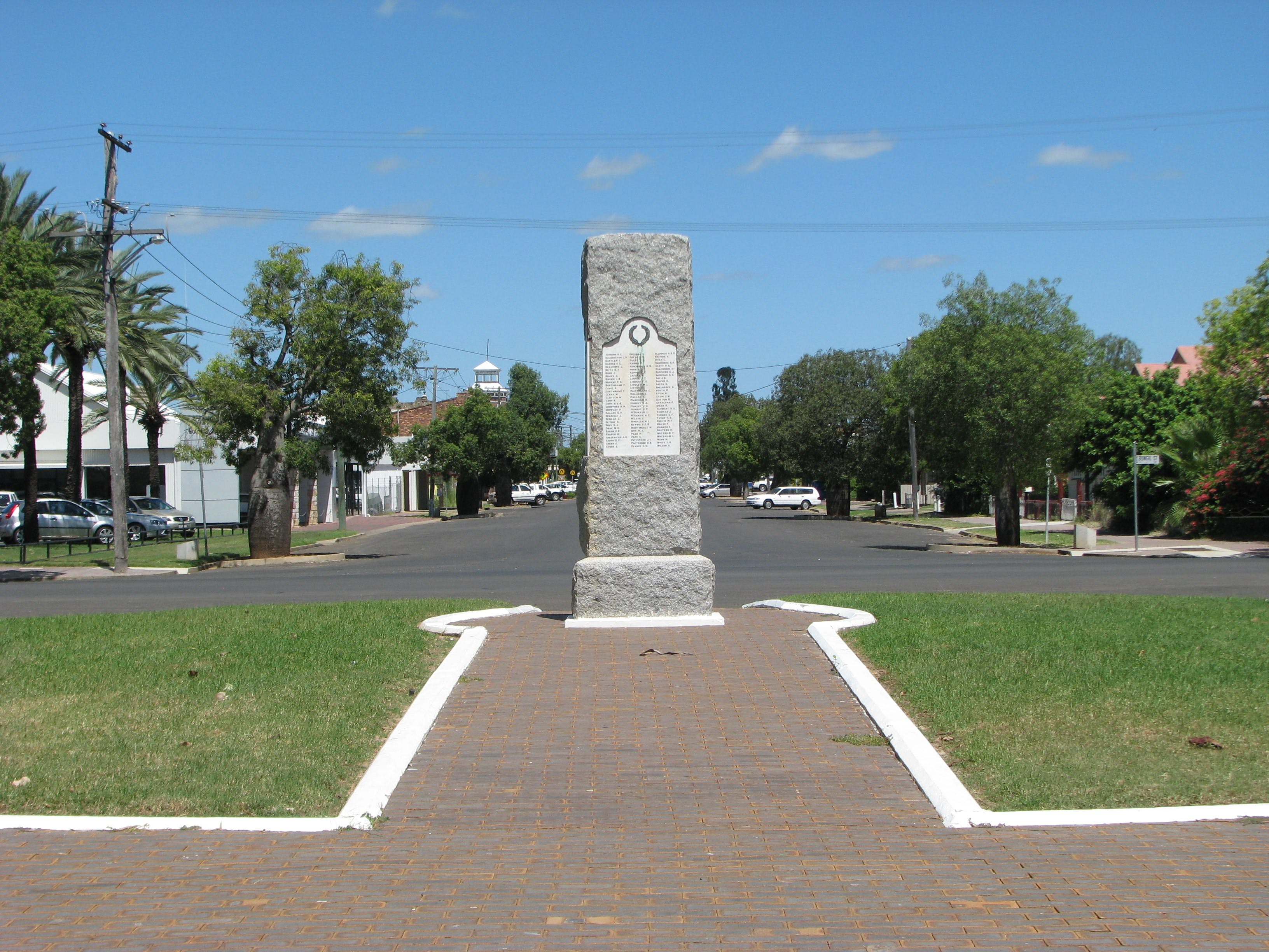 War Memorial and Heroes Avenue Roma - Accommodation Rockhampton