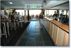 Bateau Bay Hotel - Accommodation Rockhampton