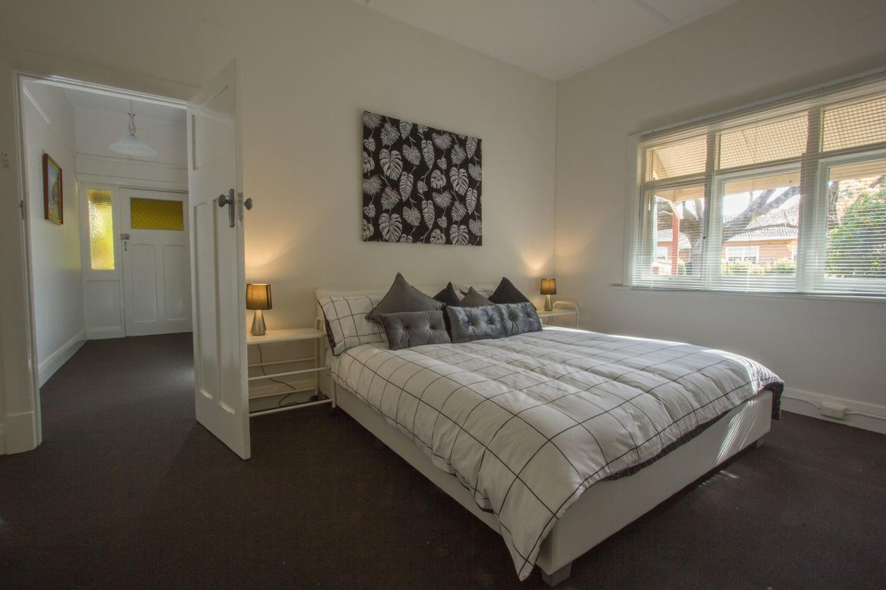 Cowan Street Bungalow - Accommodation Rockhampton
