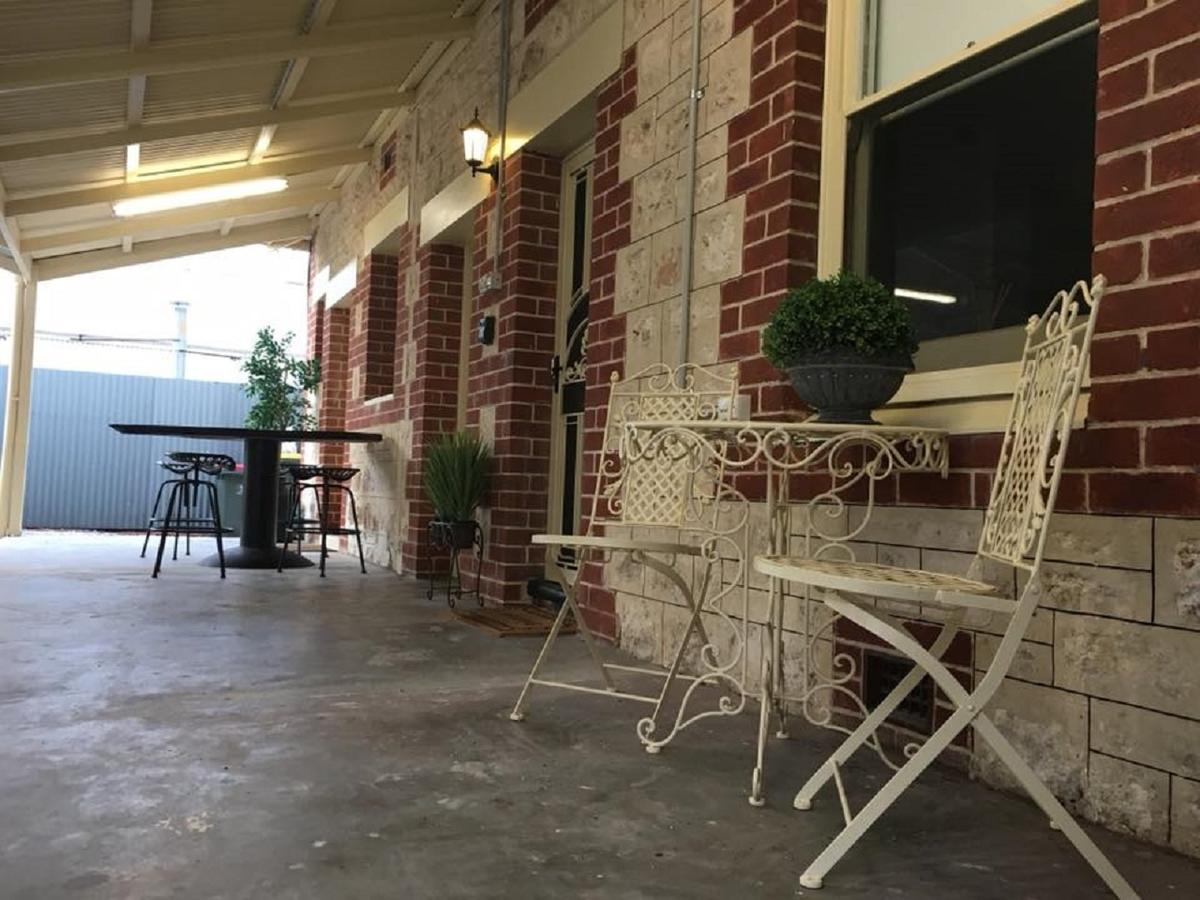 Two Cow Cottage Bed  Breakfast - Accommodation Rockhampton