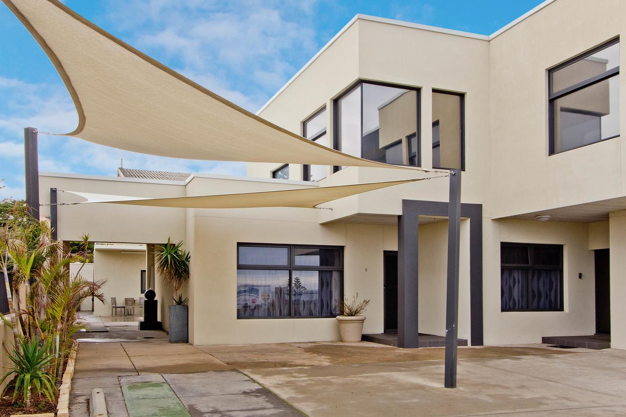 Atlantic West Beach Apartments - Accommodation Rockhampton