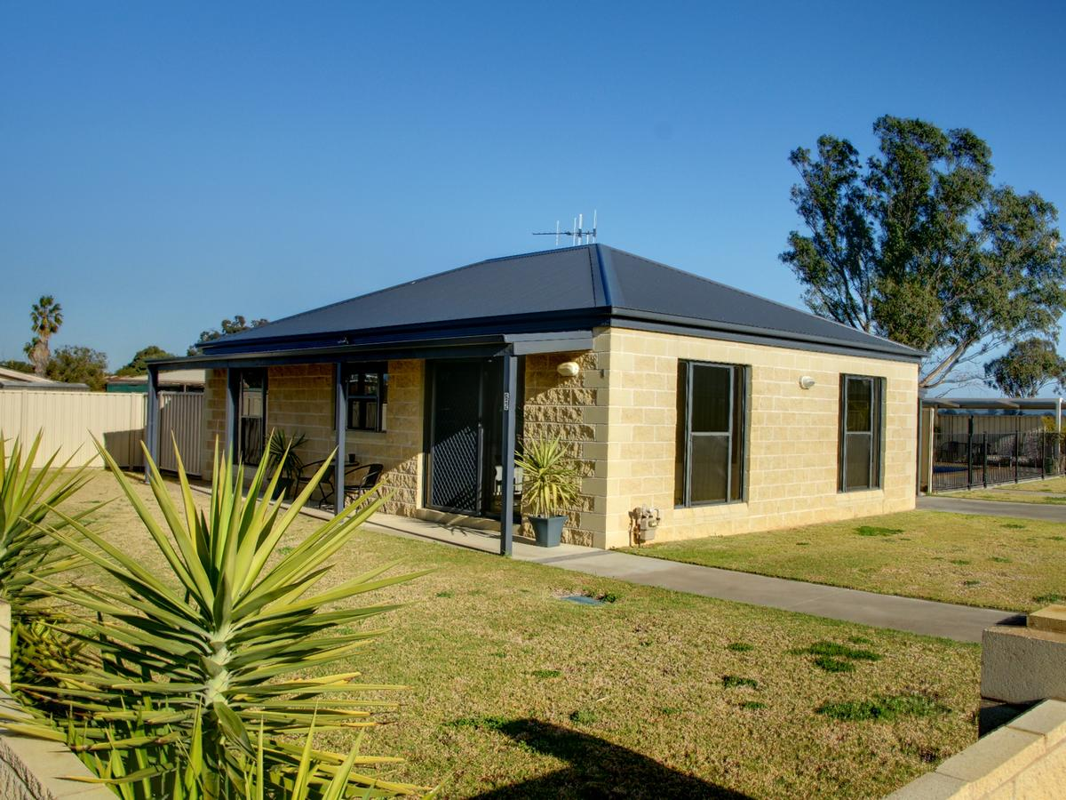DBJ Holiday Units - Accommodation Rockhampton