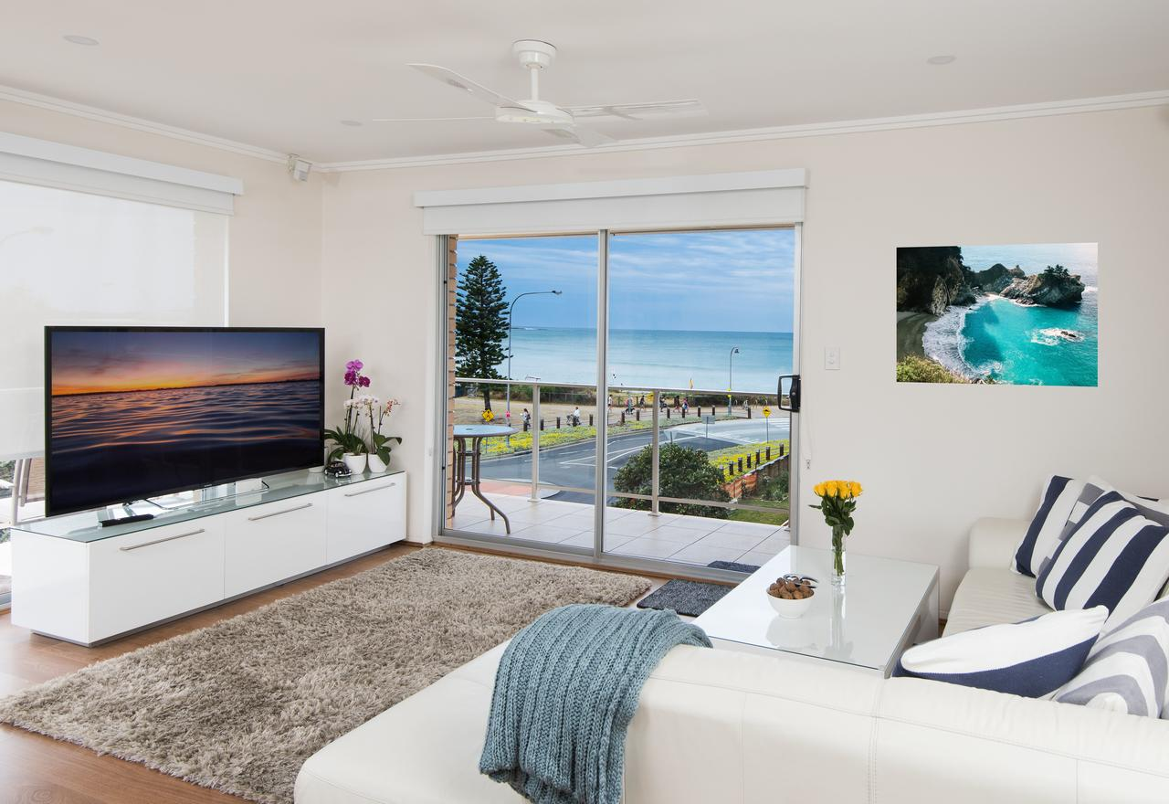 Stylish 3 Bedroom Beachview Apartment - Accommodation Rockhampton