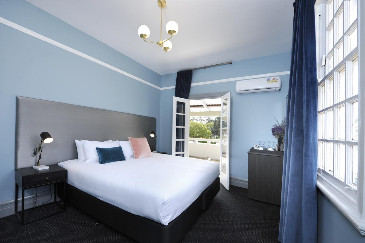 The Stirling Arms Hotel - Accommodation Rockhampton