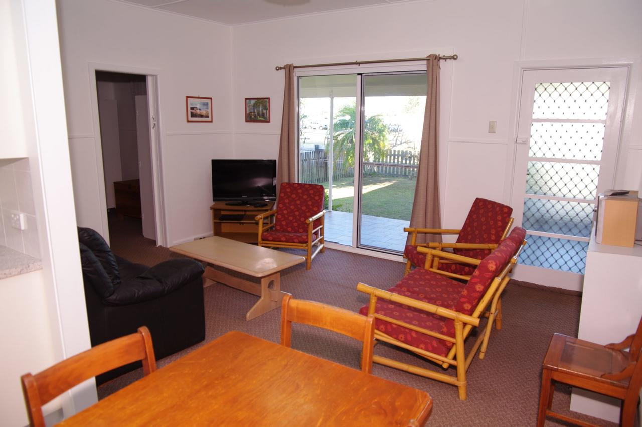 Fleur Cottage 7 Willow Street - Accommodation Rockhampton