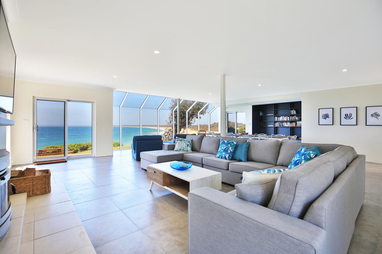 Neptune - Absolute Beachfront - Accommodation Rockhampton