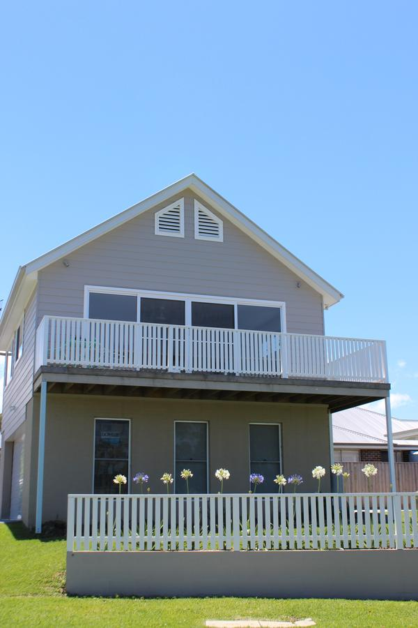 Red Waratah - Accommodation Rockhampton