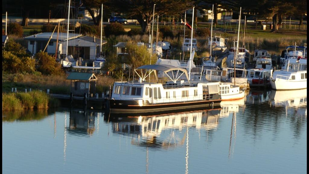 Swamp Fox luxury 2BR Dutch Barge - Accommodation Rockhampton