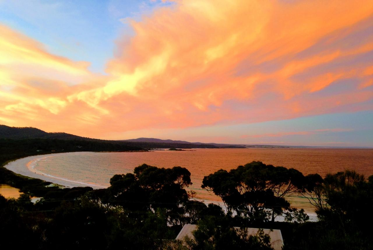 DOLPHIN LOOKOUT COTTAGE - amazing views of the Bay of Fires - Accommodation Rockhampton