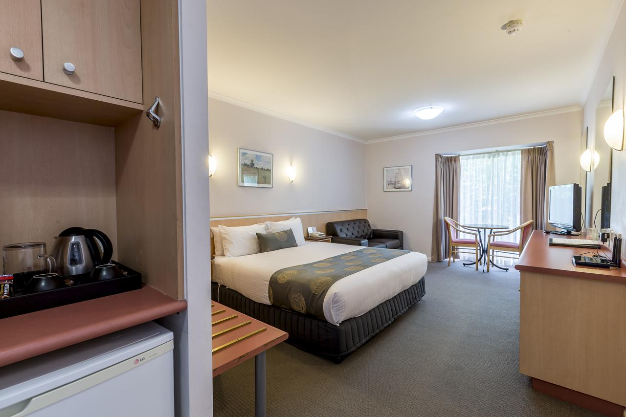 The Waverley International Hotel - Accommodation Rockhampton
