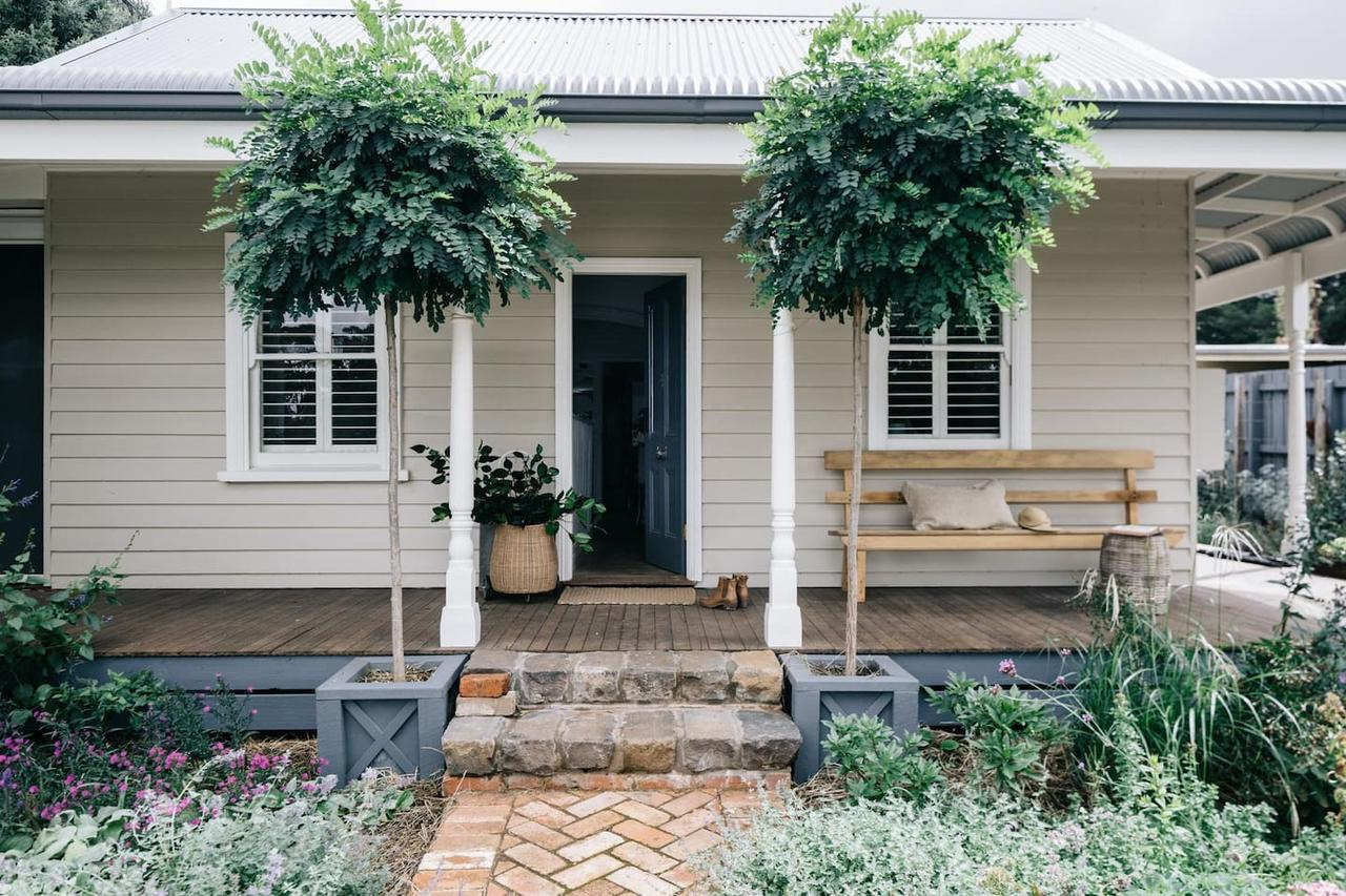 Acre of Roses - Accommodation Rockhampton