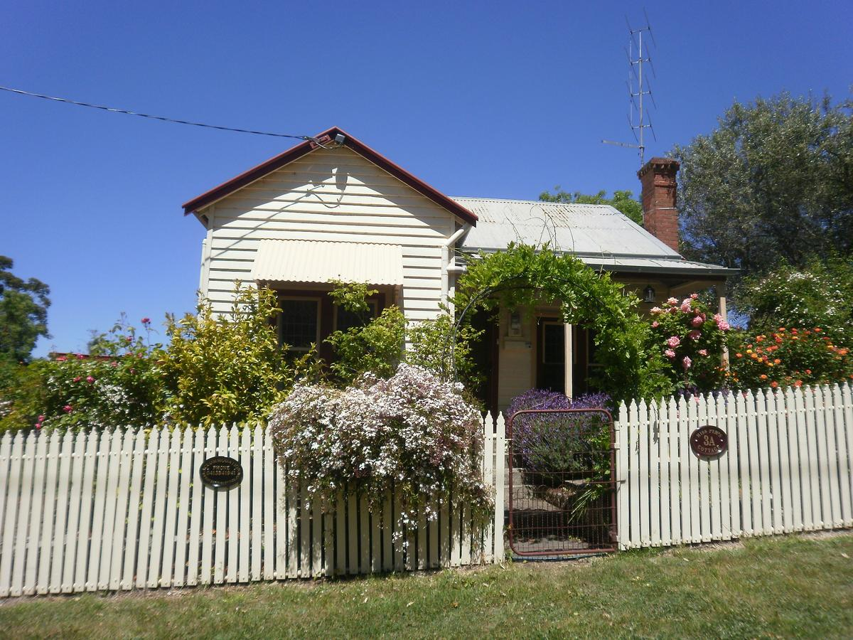 Miss Pym's Cottage - Accommodation Rockhampton