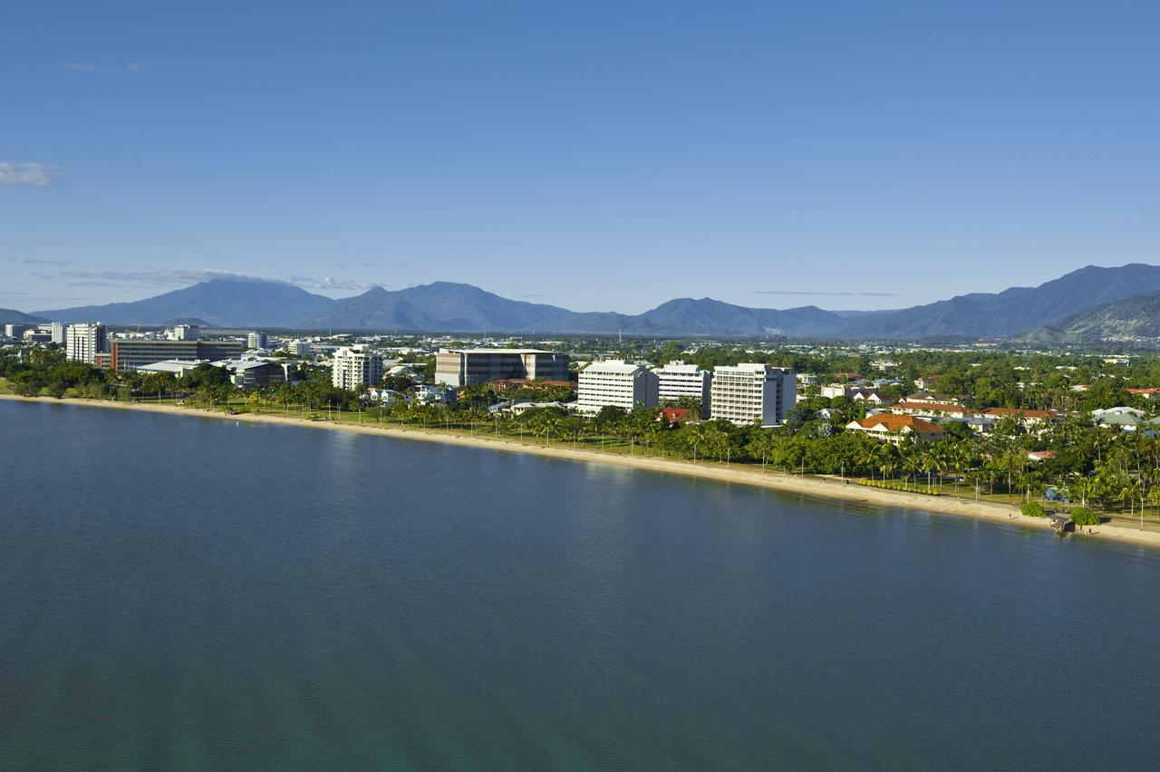 Holiday Inn Cairns Harbourside - Accommodation Rockhampton