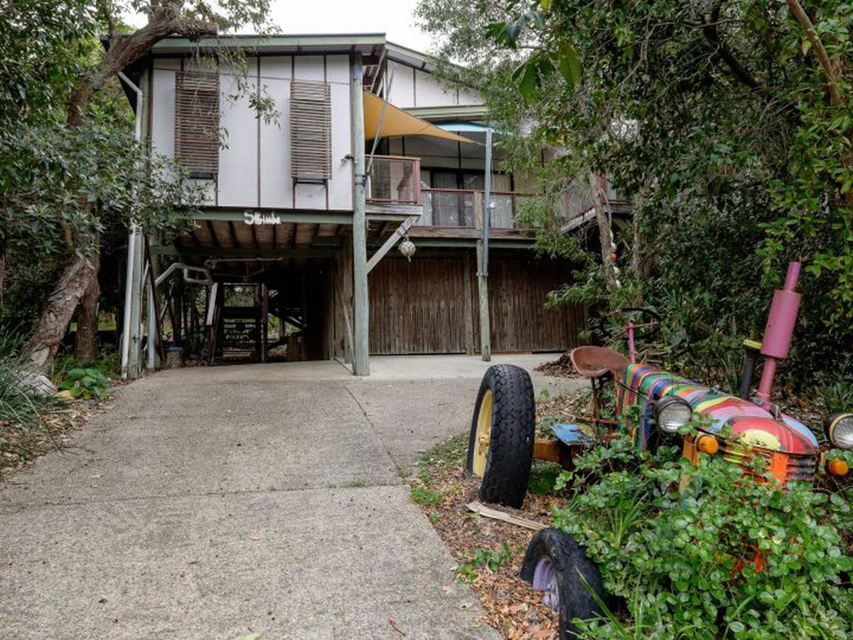 Five Bimba Tractor House - Accommodation Rockhampton
