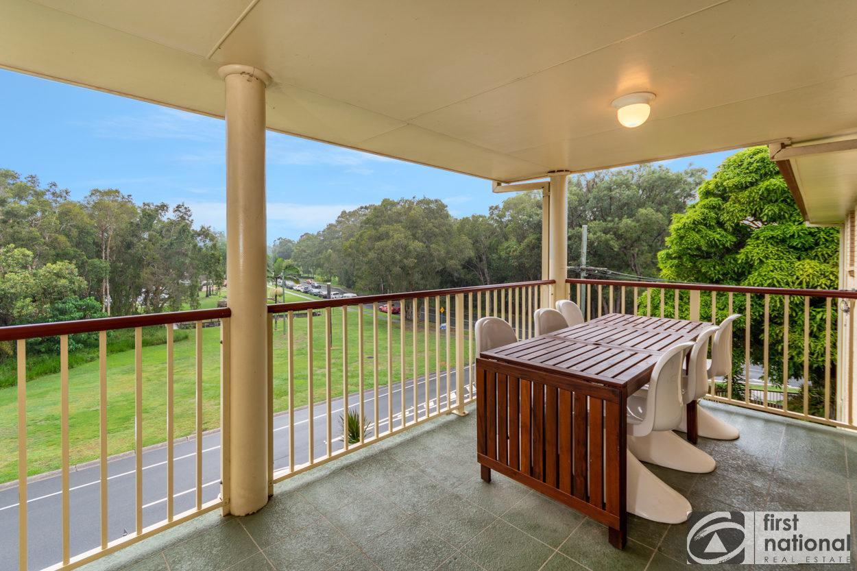 Immaculate Spacious Second Floor Unit Overlooking Pristine Parklands - Accommodation Rockhampton