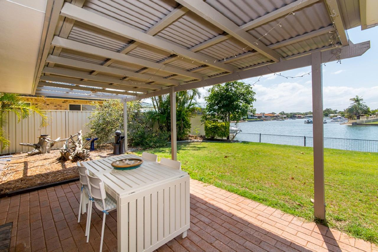 Lowset home on the canal - Dolphin Dr Bongaree - Accommodation Rockhampton