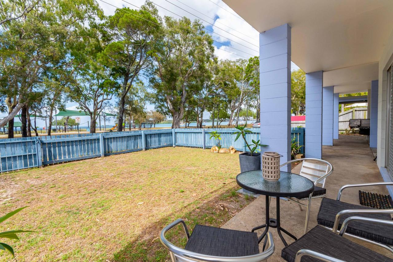Charm and Comfort in this Ground floor unit with water views Welsby Pde Bongaree - Accommodation Rockhampton