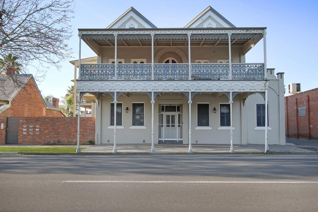 Albury Suites - Waterstreet - Accommodation Rockhampton